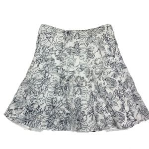 CJ Banks White Skirt w/Navy Blue Flowers 18w